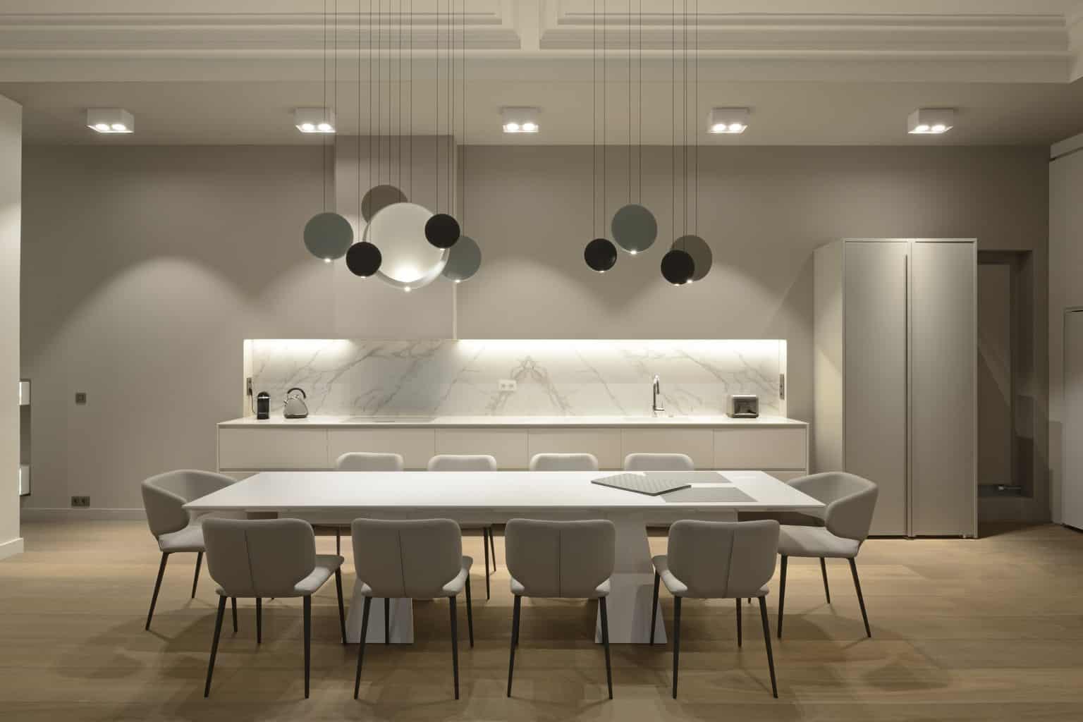 Denise Omer Design Appartement Paris Salon Cuisine Lustre Repas Denise Omer Design Architecte D Interieur Design